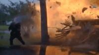SUV撞天然气管道 爆炸瞬间变成火球