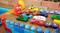玩具动画 用玩具车停车场游泳池游戏 小企鹅波鲁鲁果冻爆笑虫子LARVA玩具【俊和他的玩具