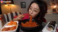 韩国萌妹子吃货, 吃凉拌粉条, 紫菜包饭, 泡菜, 吃的太馋人了