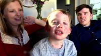 拥抱就会起水泡? 英国六岁男孩天生怪病