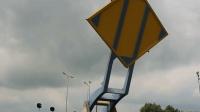 桥梁的造型就像锅铲一样, 为了给小船让路, 能腾空抬起?