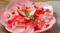 用冰箱就能做酸甜可口的草莓冰粉, 轻松解锁新技能