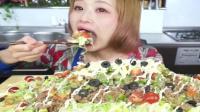 国外美女吃超11斤的墨西哥饭, 这么多能吃完吗?
