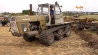结构十分奇特的拖拉机, 使用轮胎和橡胶履带驱动