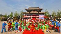 临汾市红杏鼓韵艺术团在滨河公园演出翼城花鼓《花鼓舞韵》