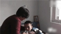 父亲骨折为省钱拒绝治疗 患血液病的儿子坚持回家伺候