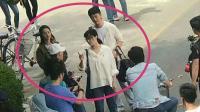 范冰冰黄轩李沁现身南京大学拍戏, 都是学生造型, 网友: 好年轻啊!