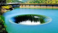 全球最壮观的泄洪道, 每秒吞掉1500吨水, 隔着屏幕都颤抖!