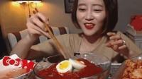 韩国大胃王: 美女吃货Dorothy, 吃辣白菜和麻辣冷面