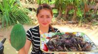 柬埔寨网红女孩下厨, 木瓜炖螃蟹, 太鲜了, 出锅我能干三碗螃蟹汤