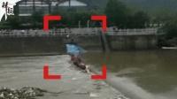 广西桂林2龙舟演练突翻船多人落水