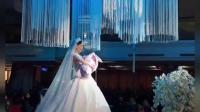 一位漂亮的新娘, 一场特殊的婚礼, 这画面太幸福了!