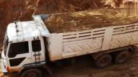 工地实拍, 日立挖掘机给三菱卡车装土, 这大货厢载货量杠杠滴