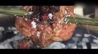 美食刀手: 柬埔寨大叔设陷阱抓鹌鹑烤着吃, 外焦里嫩原汁原味, 看着就有食欲