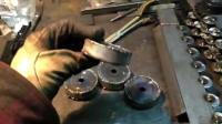 如何手工打造一台玩具挖掘机的履带