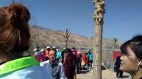 今天来到大美青海黄河边, 游客们在河边跳起了锅庄!