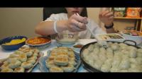 大胃王吃播挑战吃饺子两分钟吃完一整桌, 大几百个生煎太牛了