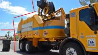 自动垃圾车,魏零:压缩式垃圾车配置挂桶臂,简单实用