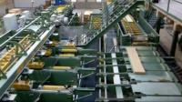 日本制造的自动化机械! 我只看到几个德国工人在操作!