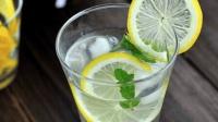 冰爽柠檬汽水, 一分钟学会自制咸柠七, 减肥补盐全靠它! 简单易学