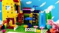 积木建造小猪佩奇游乐园, 这个造型不错, 小猪佩奇和小羊苏茜在玩跷跷板高兴极啦,