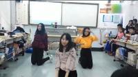 三位美女教室里火辣热舞嗨爆全班 实在太好看了