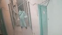 恐怖! 女子刚出房门 突被隔壁变态男拖入屋内