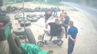 轮胎充气时突然爆炸 男子当场被炸飞