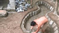 原始技术徒手建房(第二十二集)庇护所旁挖个小水池养鱼
