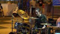 罗小白街头架子鼓表演《帅到分手》, 也就看了几百遍!