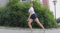 妹子跳广场舞《站台》舞姿优美展魅力, 不比广场大妈跳的差