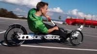 骑单车不用脚? 老外发明划船自行车, 躺着用手骑回头率100%