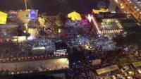 五一小长假, 重庆洪崖洞游客爆满, 挤到没网络!