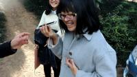 街头撩妹魔术教学: 电话感应扑克牌, 妹子笑开了花!