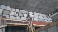 过梁上这堵墙基本上是废砖砌筑, 还顺便把构造柱砌了, 真让人无语