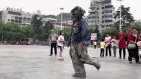 广场出现鬼步舞 霹雳舞太牛了 这才是真正的鬼步舞!