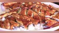 大胃王mini: 狂吃巨大份鳗鱼饭, 一勺下去比脸还要大, 过年胖十斤