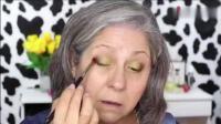 60岁老奶奶爱美, 出门要化妆, 瞬间变美女