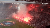 欧联杯球迷火烧球场造势仍输球 赛后暴乱街头