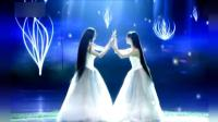 小彩旗和杨丽萍共同演绎舞蹈, 两只洁白美丽的孔雀翩翩起舞