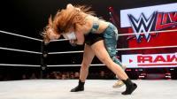 隆达-罗西现身WWE日内瓦现场秀 连发两个帅出天际的单臂翻摔