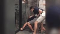美国人在中国麦当劳互殴 围观食客淡定吃鸡