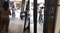 因停车费起争执 女子与男收费员互扇巴掌
