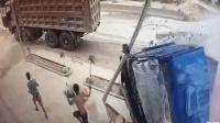 货车失控冲入民房 两村民拼命逃跑躲过一劫
