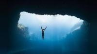 著名自由潜运动员, 深入优美的海洋世界, 畅游蓝洞!
