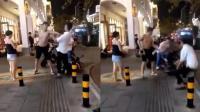 又见格斗术打人! 光膀男子街头连殴两人被拘