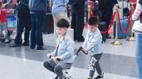 八卦:胡可带儿子们现身 两兄弟牛仔装帅到飞起