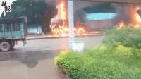 突发! 两大货相撞起火 司机被烧焦