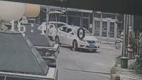 2岁小孩遭汽车碾压 司机动作又造成二次伤害