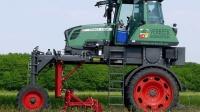 农民的福利! 德国发明除草神器, 大长腿自动拔草, 轻松管理千亩地
